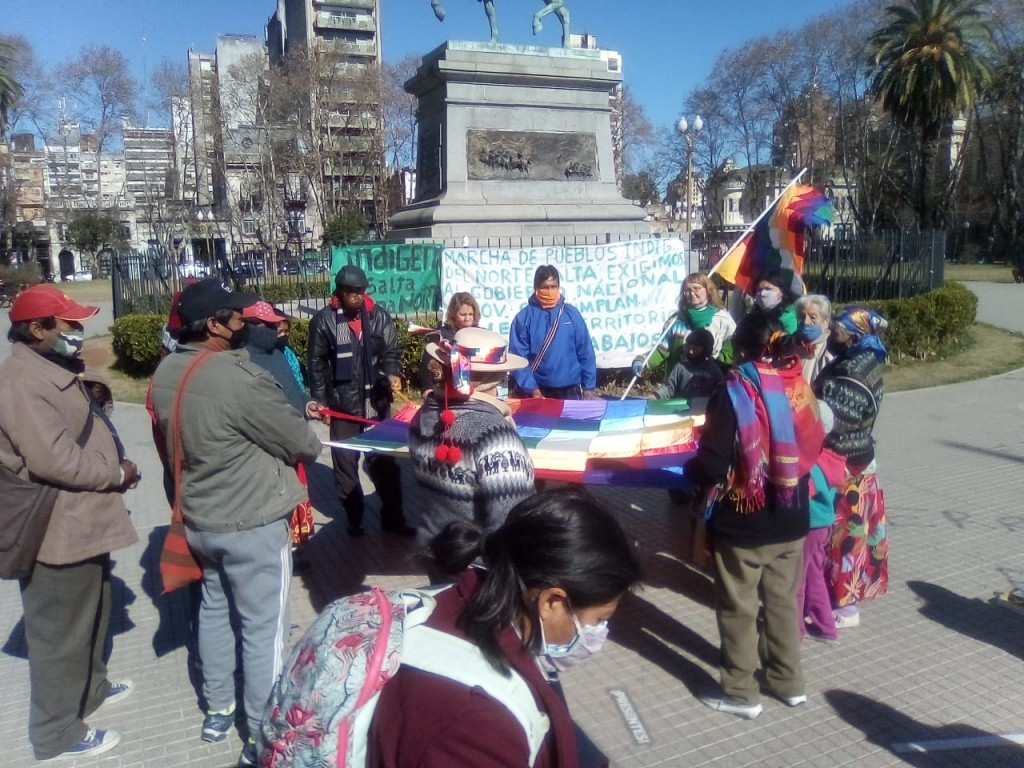 Llega a Buenos Aires la caminata de caciques Wichi y Guaraní de Salta
